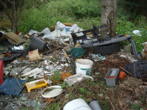 Kontrola nielegalnych wysypisk śmieci na terenie Gminy Konopnica